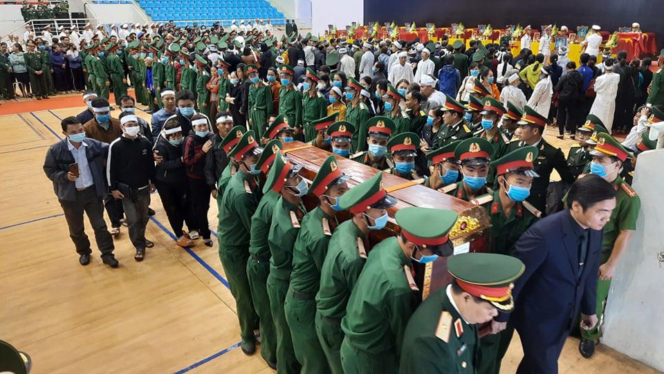 Lễ di quan 22 liệt sĩ Đoàn 337 hy sinh do sạt lở tại Quảng Trị  - Ảnh 2.