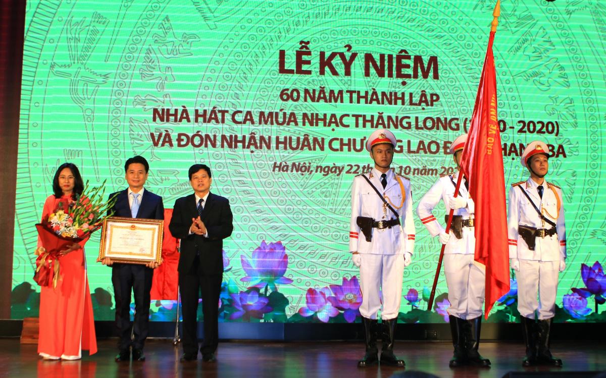 Kỷ niệm 60 năm, Nhà hát Ca múa nhạc Thăng Long đón Huân chương Lao động hạng Ba  - Ảnh 5.