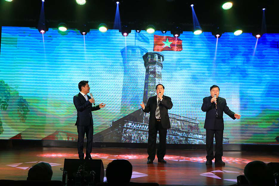 Kỷ niệm 60 năm, Nhà hát Ca múa nhạc Thăng Long đón Huân chương Lao động hạng Ba  - Ảnh 3.