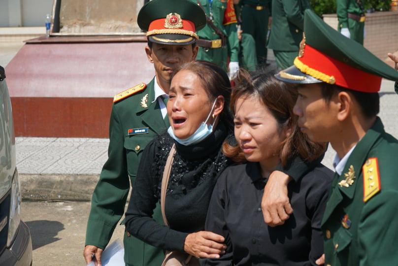 Nước mắt tiễn biệt 22 liệt sĩ Đoàn 337 hy sinh do sạt lở tại Quảng Trị  - Ảnh 1.