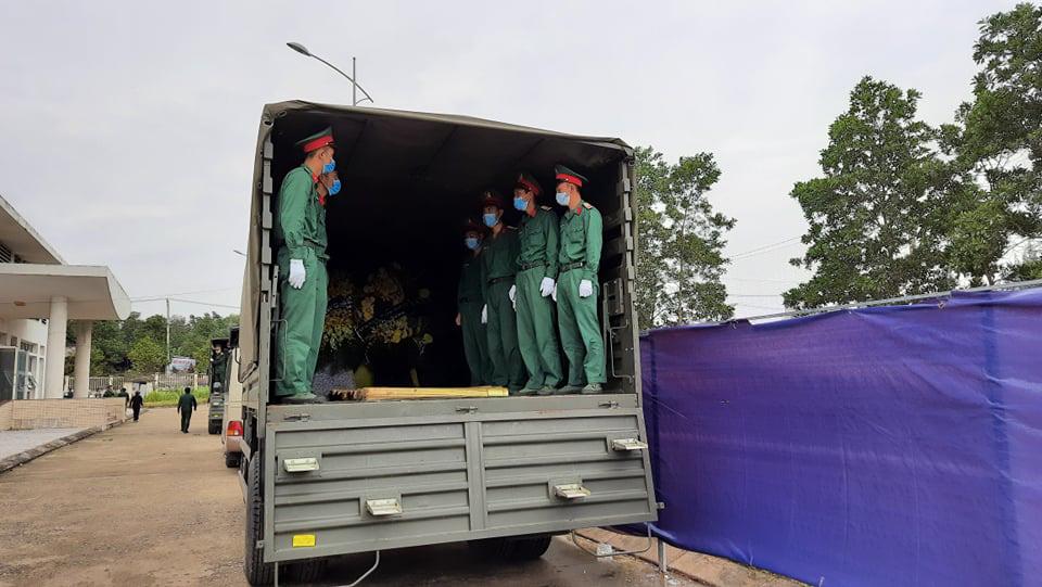 Lễ di quan 22 liệt sĩ Đoàn 337 hy sinh do sạt lở tại Quảng Trị  - Ảnh 11.