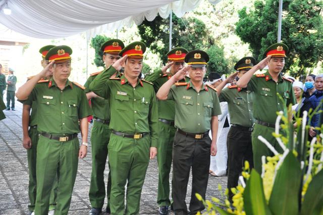Lễ viếng, truy điệu ở quê nhà đại tá Lê Văn Quế, 1 trong 22 liệt sĩ đoàn 337  - Ảnh 9.