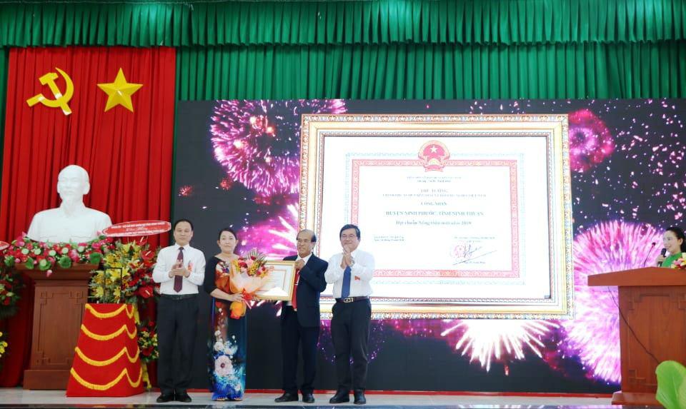 Ninh Thuận có huyện đầu tiên đạt chuẩn nông thôn mới - Ảnh 1.