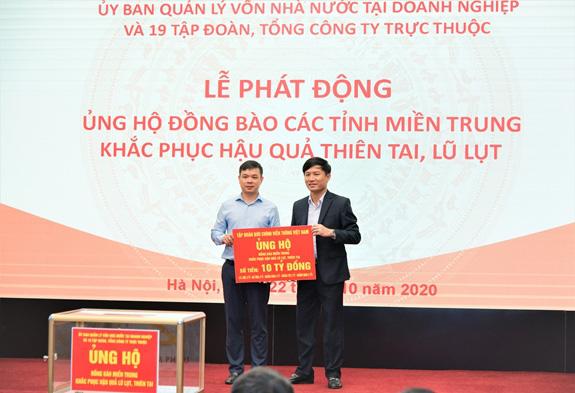 VNPT ủng hộ 10 tỷ đồng hỗ trợ 5 tỉnh miền Trung khắc phục hậu quả bão lụt  - Ảnh 1.