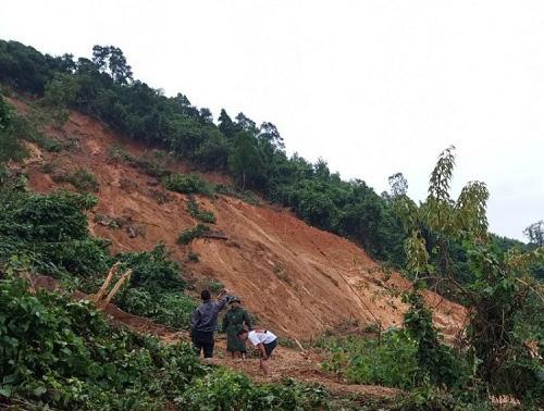 Quảng Bình: Hơn 60 người vào rừng tìm kiếm hai người mất tích - Ảnh 1.