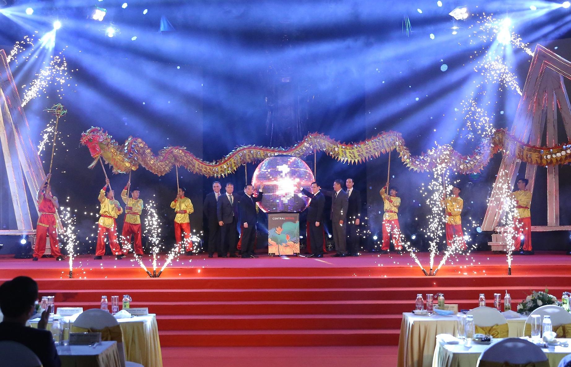 Gần 100 gian hàng 'Made in Vietnam' thu hút người dân Hà Thành - Ảnh 1.
