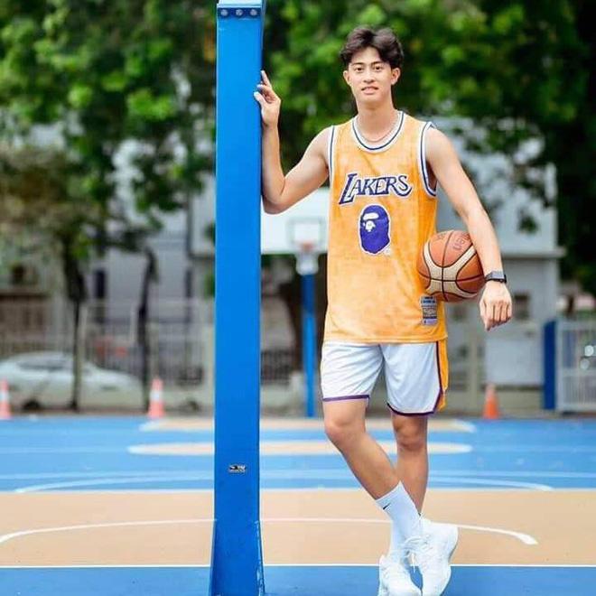 Mỹ nam bóng chuyền Phú Thọ gây chú ý nhờ điển trai, cao 1m90 - Ảnh 1.