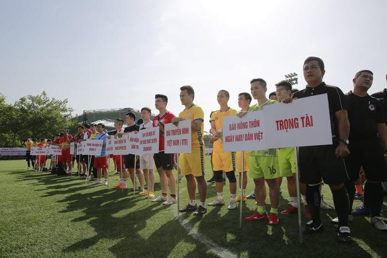 Khai mạc Giải bóng đá NTNN/Dân Việt 2020: Nối vòng tay lớn hướng về miền Trung - Ảnh 1.