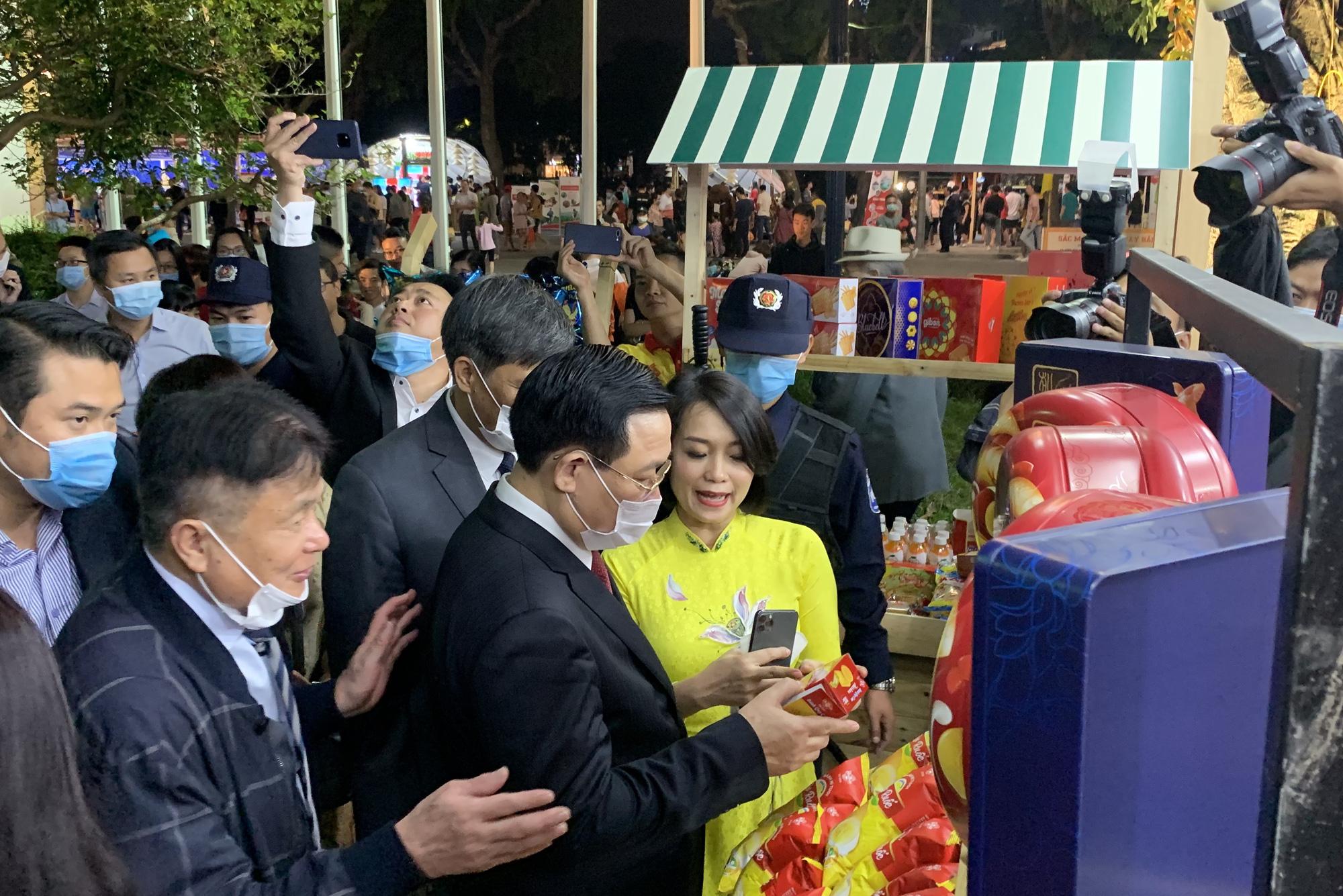 Gần 100 gian hàng 'Made in Vietnam' thu hút người dân Hà Thành - Ảnh 4.