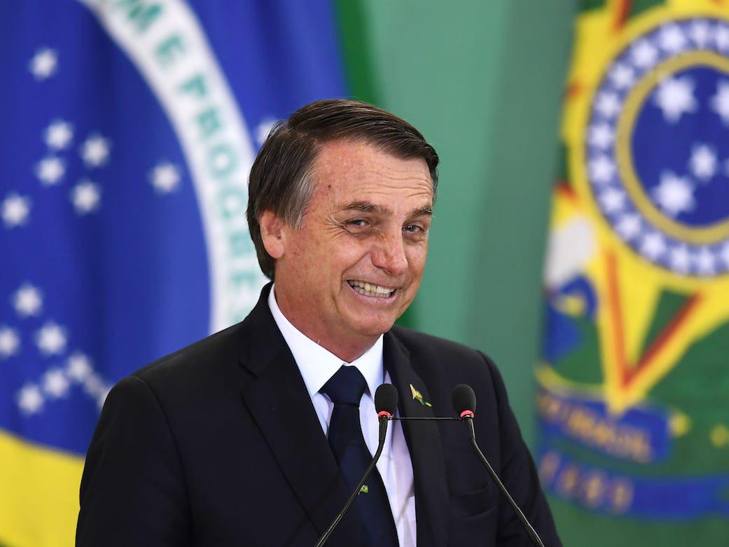 Brazil lại đổi ý, vẫn mua vaccine Covid-19 Trung Quốc - Ảnh 1.