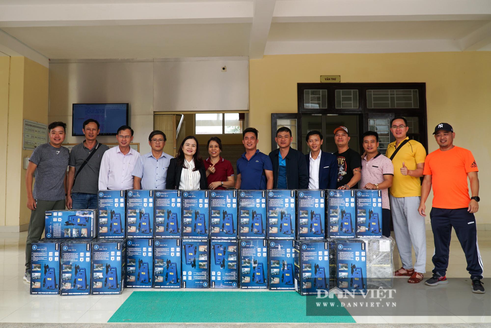Quảng trị: Các trường học được hỗ trợ máy rửa bùn non sau bão lũ - Ảnh 12.