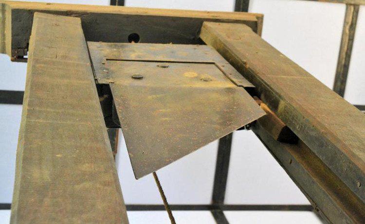 Giải mã bí mật tử hình bằng máy chém tàn khốc thời trung cổ - Ảnh 4.