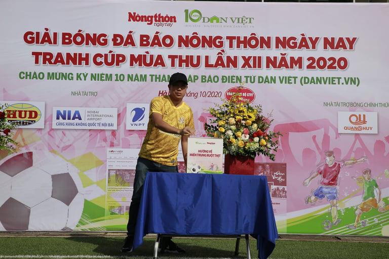 """Tuấn """"vỉa"""" hat-trick, NTNN/Dân Việt thắng trận ra quân - Ảnh 2."""
