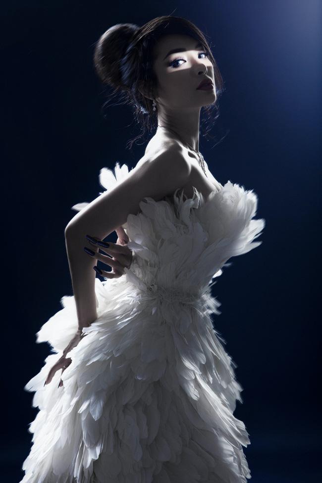 Phương Trinh Jolie khoe vóc dáng bốc lửa trong bộ ảnh bán nude táo bạo - Ảnh 2.