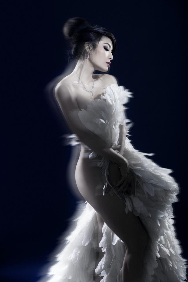 Phương Trinh Jolie khoe vóc dáng bốc lửa trong bộ ảnh bán nude táo bạo - Ảnh 3.