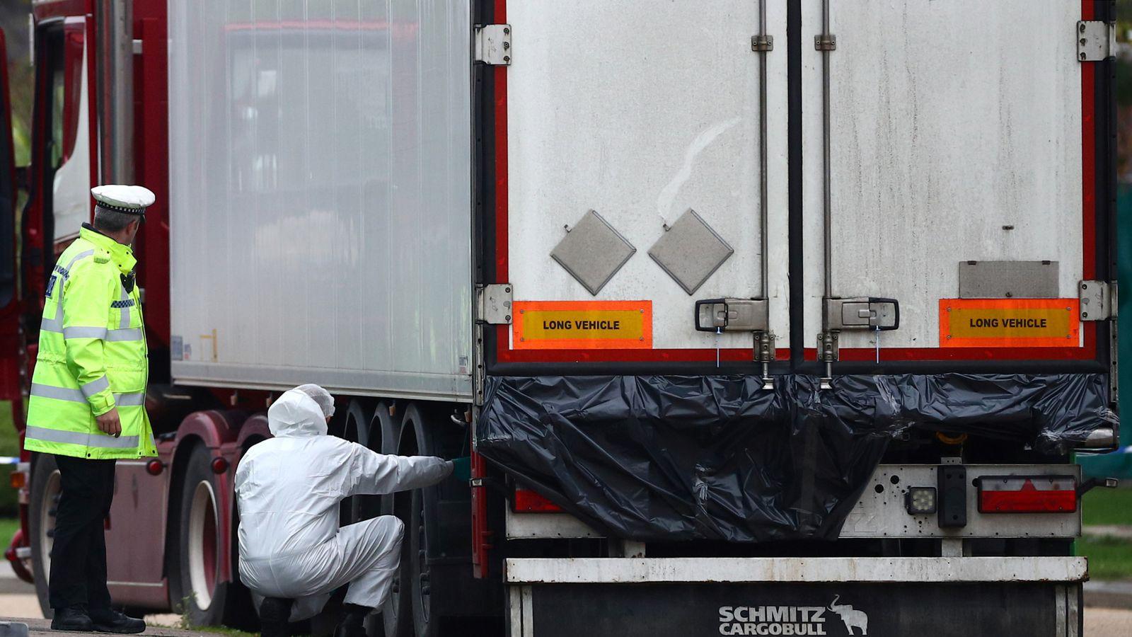 39 người Việt chết trên container ở Anh: Nhiều tính tiết bất ngờ - Ảnh 1.