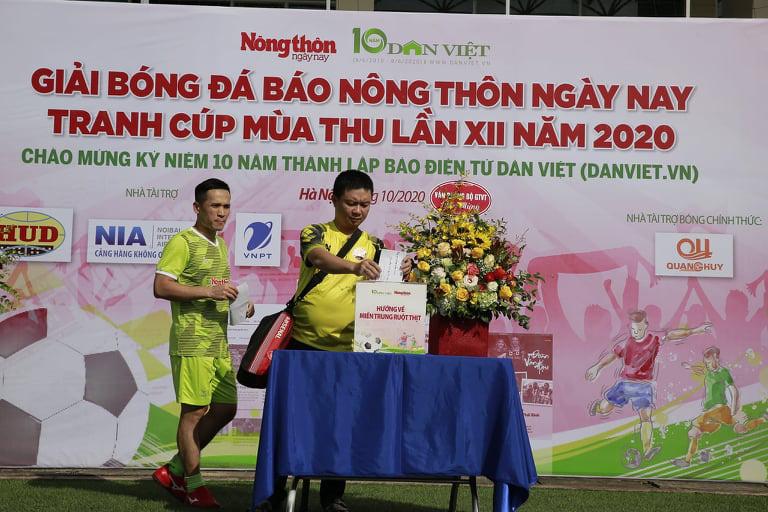 """Tuấn """"vỉa"""" hat-trick, NTNN/Dân Việt thắng trận ra quân - Ảnh 4."""
