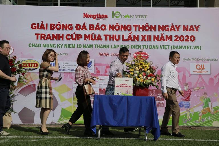 """Tuấn """"vỉa"""" hat-trick, NTNN/Dân Việt thắng trận ra quân - Ảnh 3."""