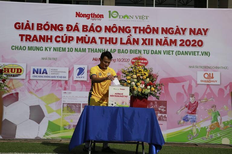 """Tuấn """"vỉa"""" hat-trick, NTNN/Dân Việt thắng trận ra quân - Ảnh 1."""