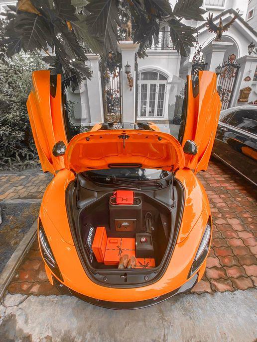 Đại gia miền nam tậu McLaren 720S Spider và loạt đồ hiệu khủng tặng vợ: Chuẩn tuýp soái ca của chị em - Ảnh 5.