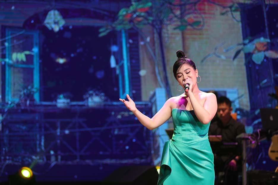 """Bất ngờ và ấn tượng với màn mix thơ của thi sĩ Xuân Quỳnh trong đêm """"Trời biếc thu sang""""  - Ảnh 2."""