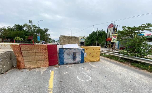 BQL KKT Dung Quất: Bị phản ánh dựng tường chắn tử thần, sẽ cho bịt luôn lối đi xe máy?.  - Ảnh 3.