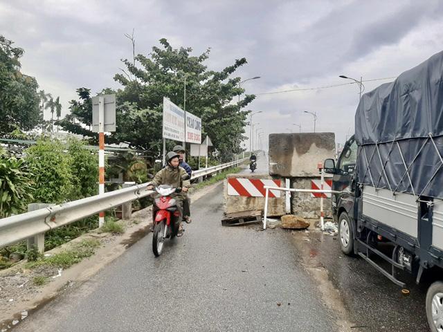 BQL KKT Dung Quất: Bị phản ánh dựng tường chắn tử thần, sẽ cho bịt luôn lối đi xe máy?.  - Ảnh 2.