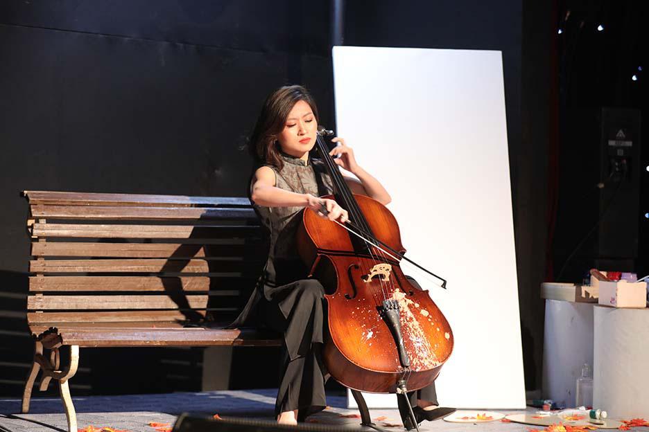 """Bất ngờ và ấn tượng với màn mix thơ của thi sĩ Xuân Quỳnh trong đêm """"Trời biếc thu sang""""  - Ảnh 6."""