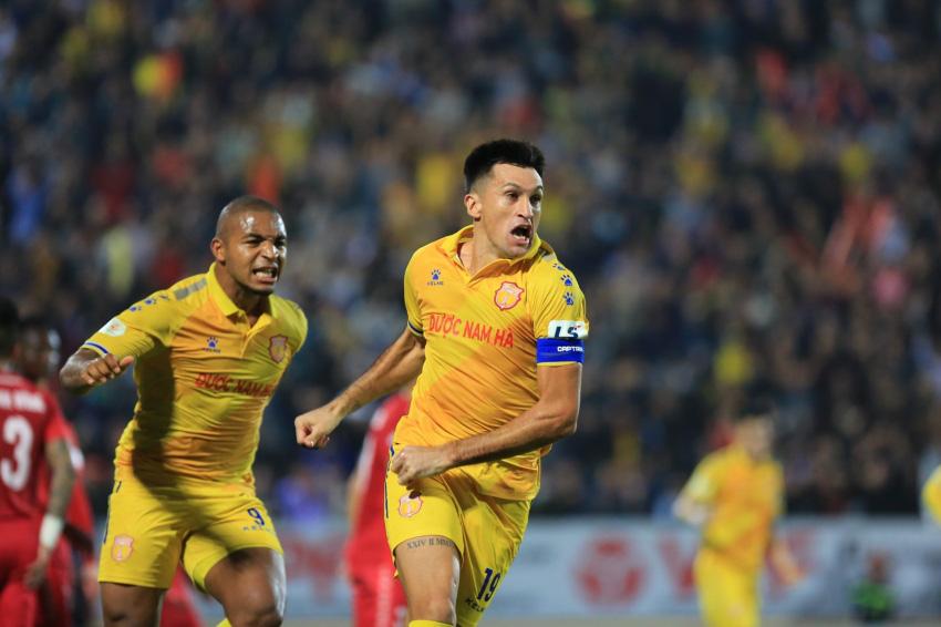 """BXH V.League 2020: DNH.Nam Định chính thức rơi vào """"vòng xoáy tử thần""""! - Ảnh 2."""
