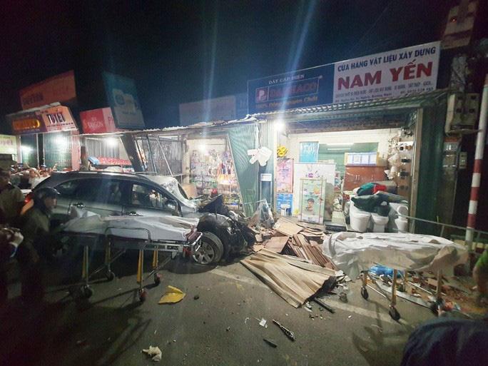 Vụ tai nạn ô tô lao vào 4 nhà dân làm 3 người chết, 3 người bị thương:  Tài xế xe tải trình diện công an - Ảnh 2.