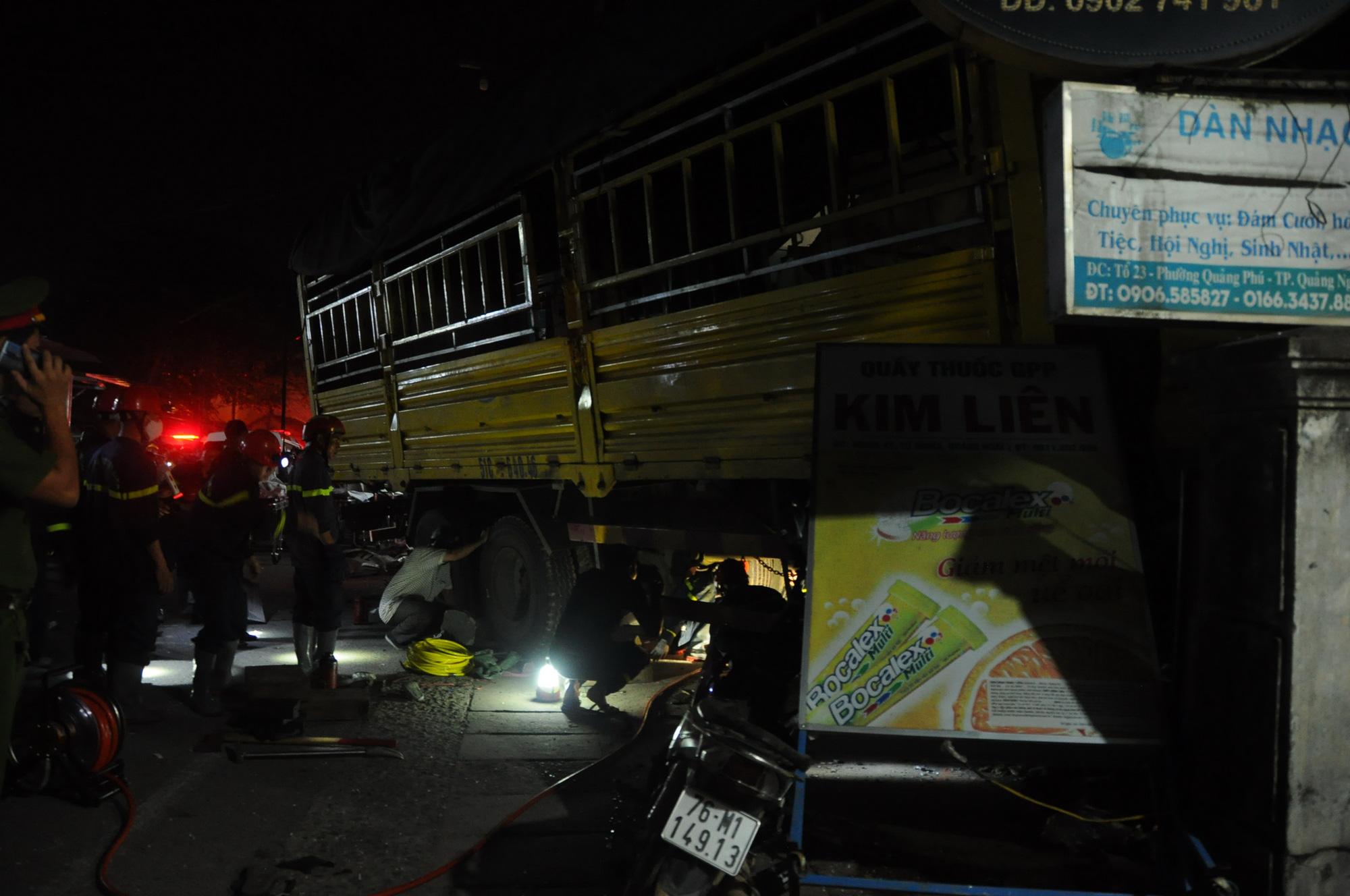 Vụ tai nạn ô tô lao vào 4 nhà dân làm 3 người chết, 3 người bị thương:  Tài xế xe tải trình diện công an - Ảnh 7.