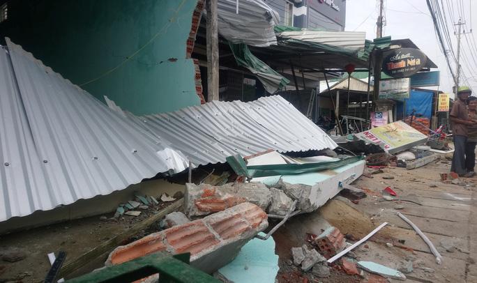 Vụ tai nạn ô tô lao vào 4 nhà dân làm 3 người chết, 3 người bị thương:  Tài xế xe tải trình diện công an - Ảnh 9.