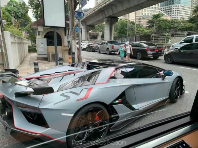 Chiếc Lamborghini Aventador thứ 10.000 xuất hiện trên phố - Ảnh 3.