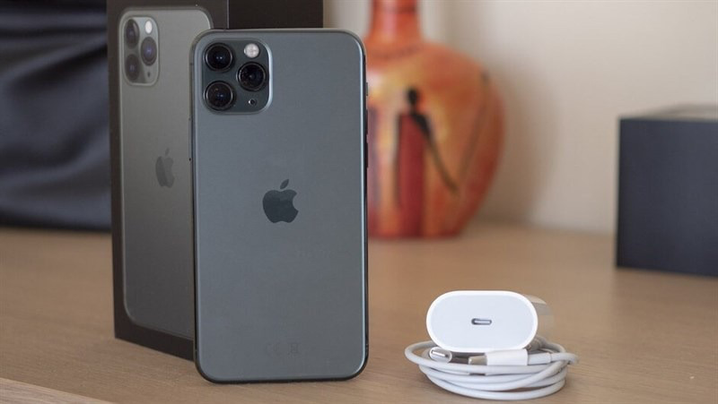 Thực hư sạc 18W của iPhone 11 Pro không thể sạc nhanh cho iPhone 12 - Ảnh 1.