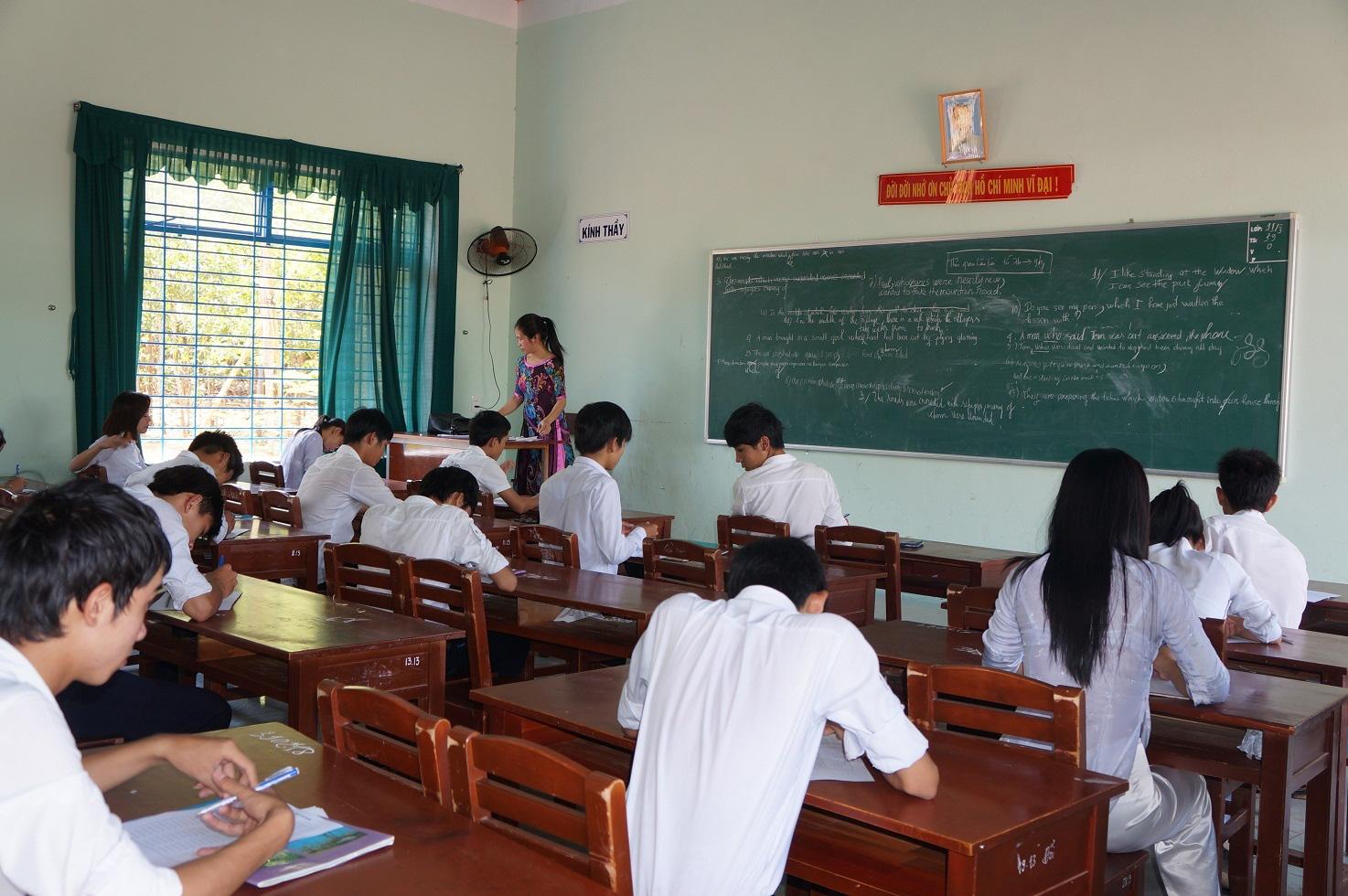 Quảng Nam: Học sinh nghỉ học 2 ngày, đình hoãn các cuộc họp để phòng tránh bão - Ảnh 1.