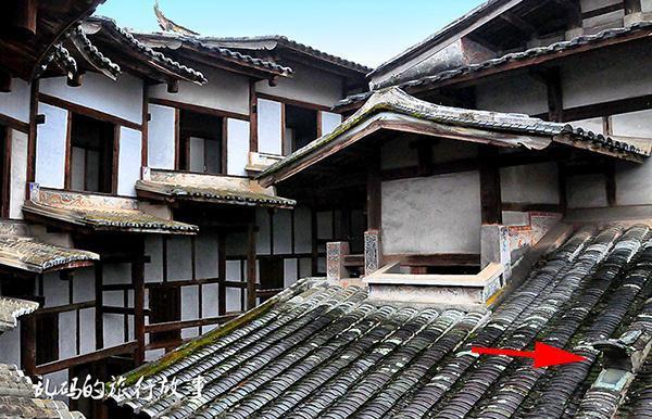 Bí ẩn khu nhà cổ hàng trăm năm, nặng 10.000 tấn ẩn mình trong rừng sâu ở Trung Quốc - Ảnh 4.