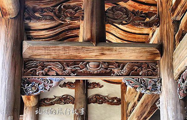 Bí ẩn khu nhà cổ hàng trăm năm, nặng 10.000 tấn ẩn mình trong rừng sâu ở Trung Quốc - Ảnh 5.