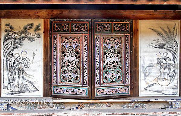 Bí ẩn khu nhà cổ hàng trăm năm, nặng 10.000 tấn ẩn mình trong rừng sâu ở Trung Quốc - Ảnh 6.