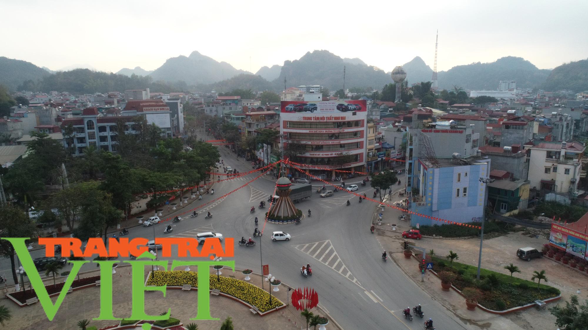 TP. Sơn La thực hiện thu ngân sách, xây dựng và phát triển đô thị - Ảnh 1.