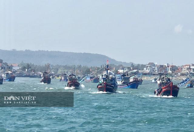 Quảng Ngãi: Chủ tịch UBND tỉnh khẩn cấp ban hành lệnh cấm tàu thuyền ra khơi  - Ảnh 2.