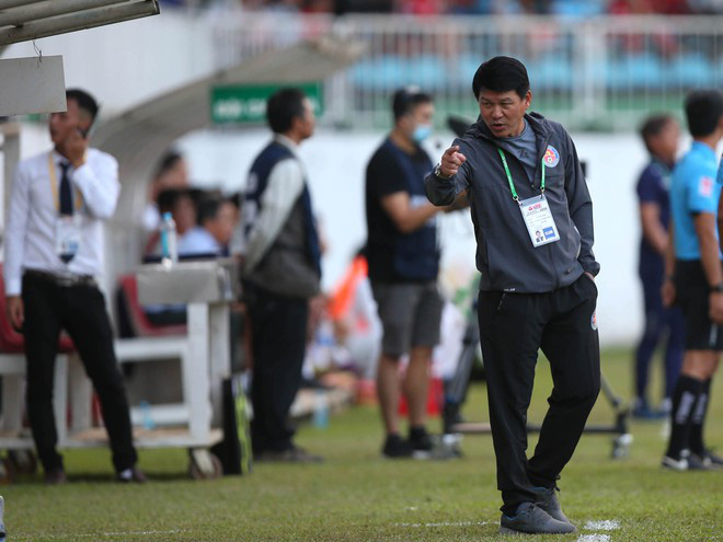 HLV Lê Thuỵ Hải phát ngôn sốc về cầu thủ ném bóng vào mặt Hồng Duy - Ảnh 3.