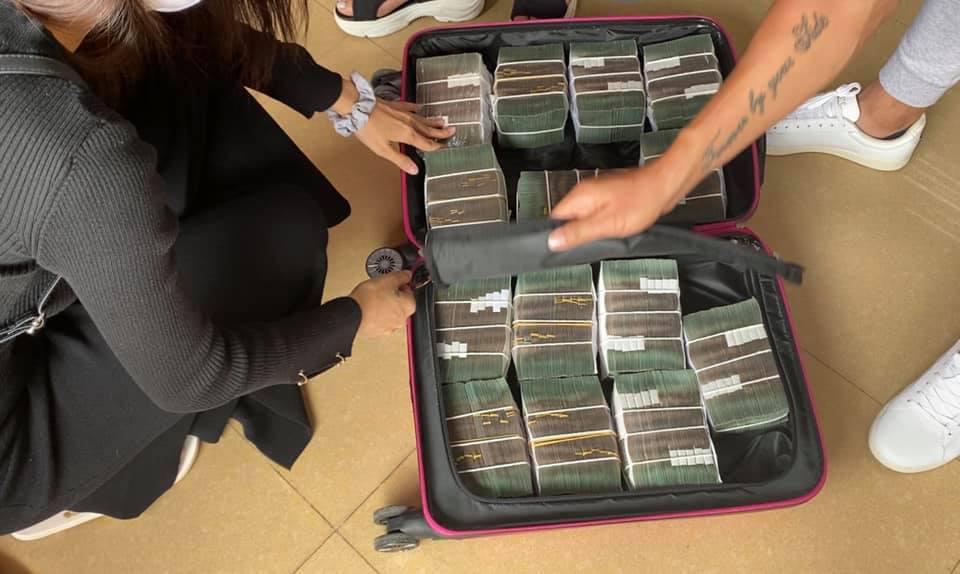 """Thủy Tiên mang vali tiền """"khủng"""" cứu trợ miền Trung đợt 2, báo """"tin vui"""" bất ngờ - Ảnh 2."""