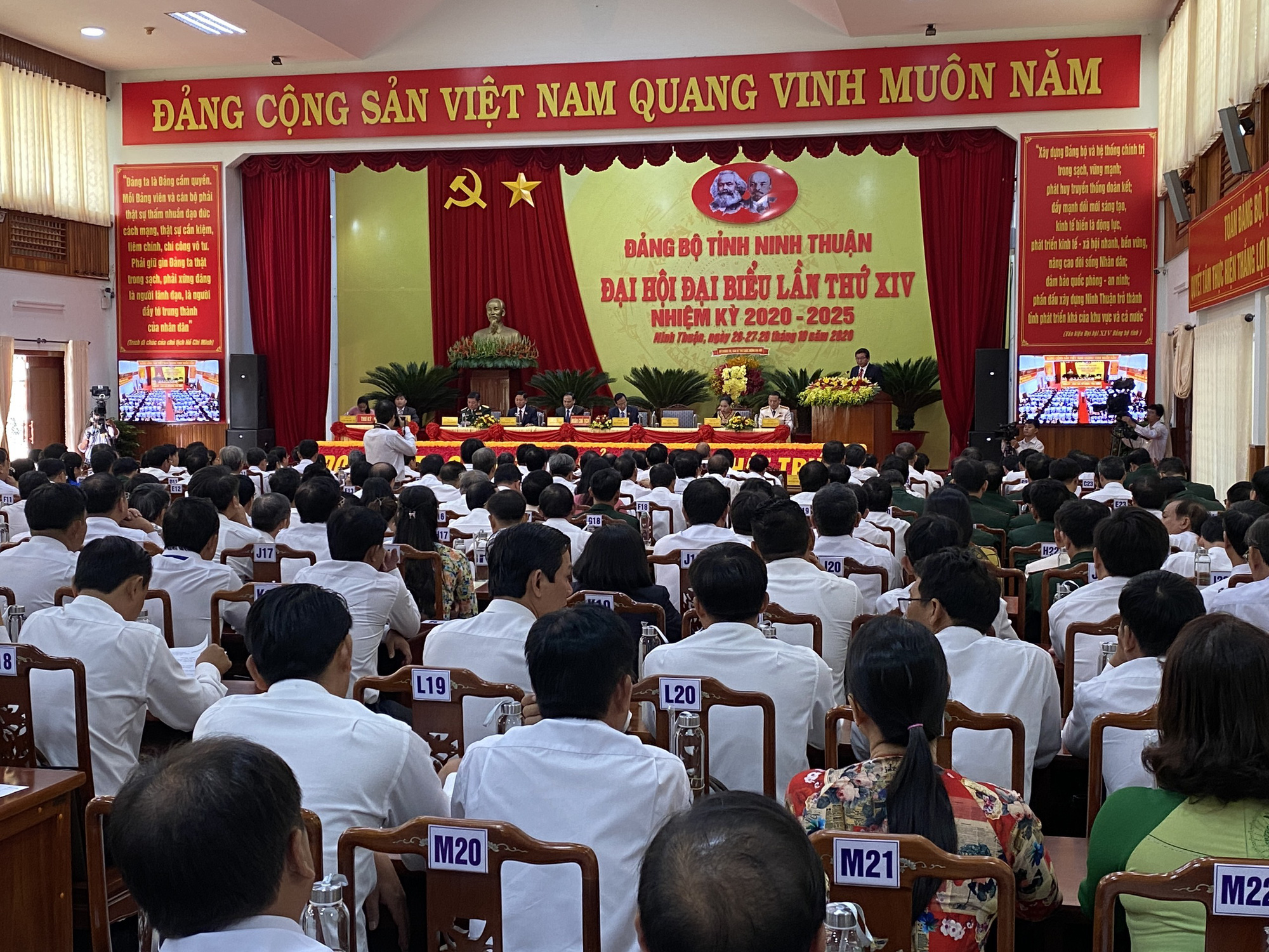 Ninh Thuận: Chú ý đến cán bộ nữ, cán bộ trẻ, cán bộ là đồng bào dân tộc thiểu số - Ảnh 1.
