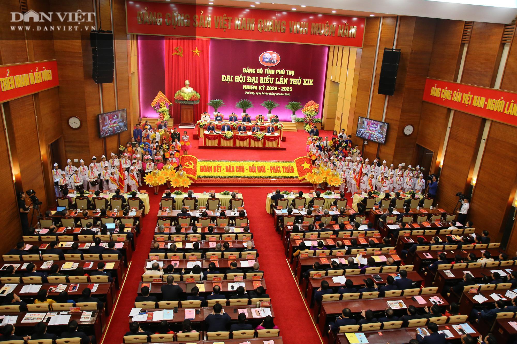 Thủ tướng Nguyễn Xuân Phúc: Phú Thọ có nhiều tiềm năng trở thành tỉnh phát triển hàng đầu trung du, miền núi phía Bắc - Ảnh 1.