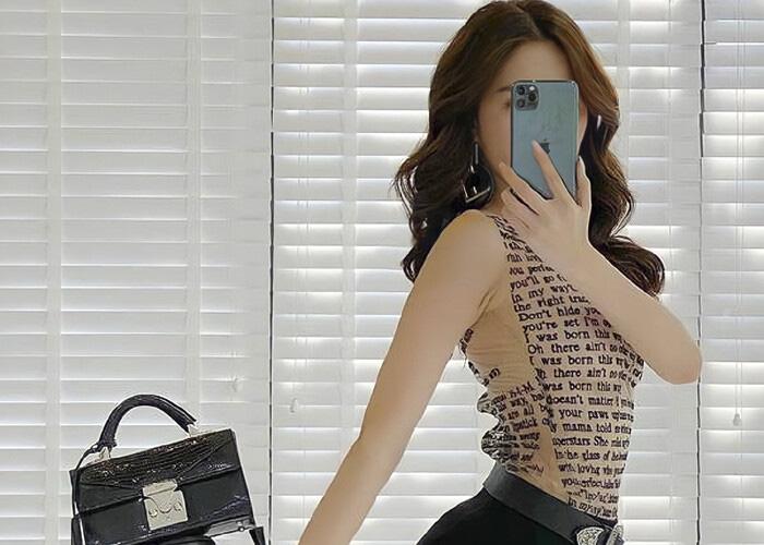 """""""Nữ hoàng nội y"""" Ngọc Trinh hay SAO Việt nào sở hữu iPhone 12 đầu tiên? - Ảnh 1."""
