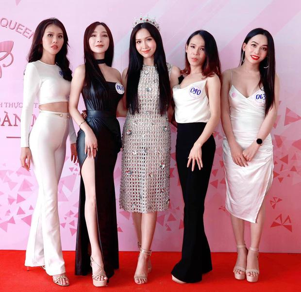 Hoa hậu Chuyển giới Việt Nam 2020: Người lộ nhược điểm hình thể, người làm lố với vẻ ngoài khác lạ - Ảnh 1.