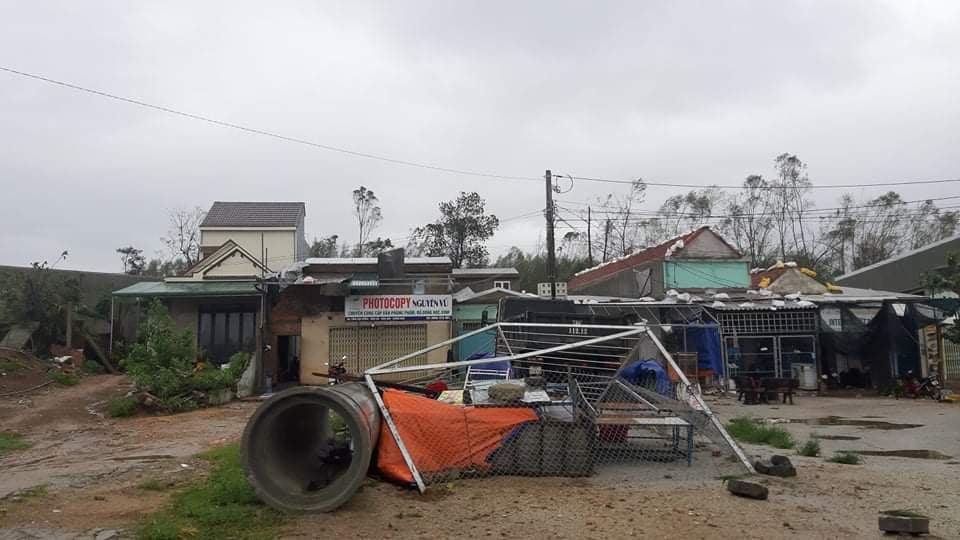 """Bãi """"chiến trường"""" mà bão số 9 tràn qua và để lại ở Quảng Nam, Quảng Ngãi - Ảnh 3."""