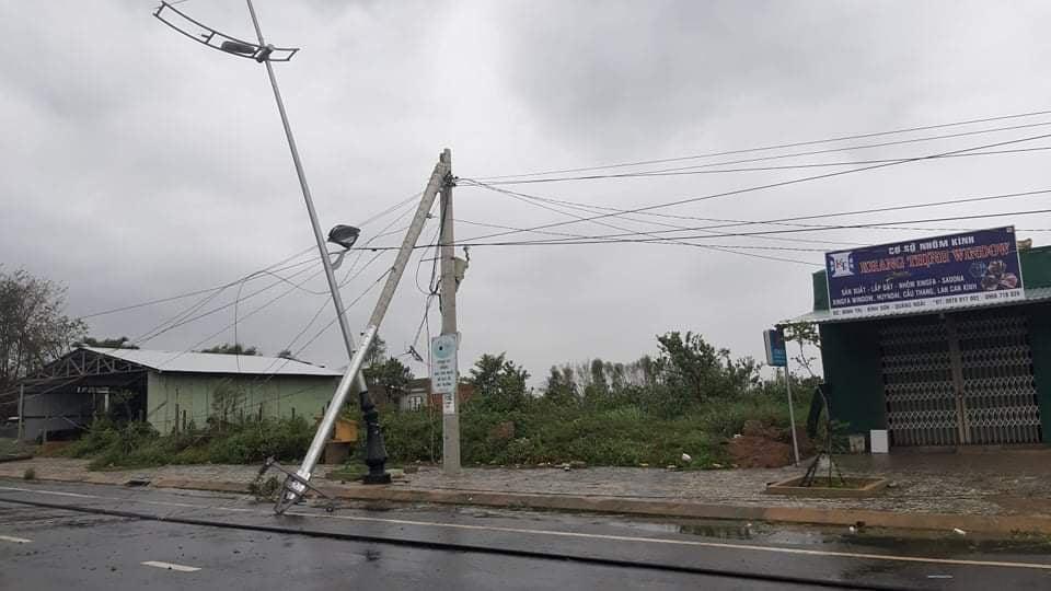 """Bãi """"chiến trường"""" mà bão số 9 tràn qua và để lại ở Quảng Nam, Quảng Ngãi - Ảnh 7."""