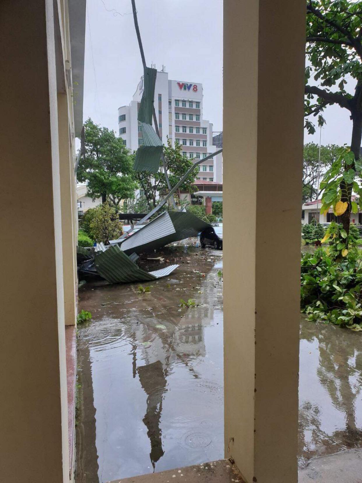"""Video: Những hình ảnh """"cuồng nộ"""" của bão Molave khi đổ bộ vào đất liền - Ảnh 5."""