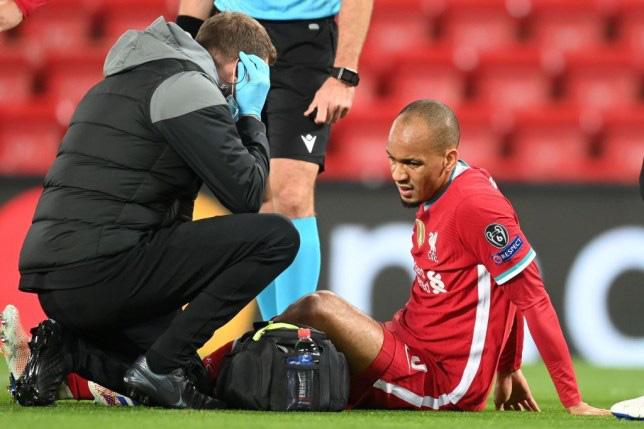 Fabinho bị đau gân kheo và buộc phải rời sân sớm